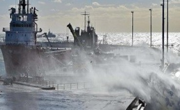 23/11/2017: Fuertes vientos en Comodoro Rivadavia dificultan el trabajo de los buques de rescate