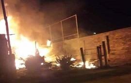 21/11/2018: Bomberos Voluntarios debieron combatir un feroz incendio en una vivienda