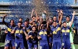 20/11/2020: Después de 258 días de haber sido campeón, Boca recibió el trofeo de la última Superliga en la Bombonera