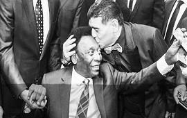 25/11/2020: De un 10 a otro 10: el mensaje de Pelé por la muerte de Maradona