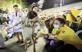 22/11/2020: La impactante imagen de una escolta de la reina de Tailandia que escandaliza al mundo