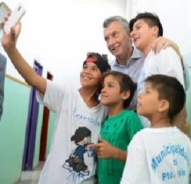 Macri visitó un centro de primera infancia en Guernica