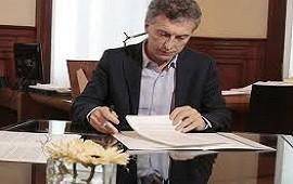El Presidente firmó el decreto que exime al aguinaldo del pago de Ganancias