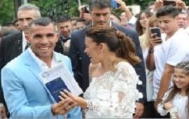 Tevez se casó con su compañera de 20 años y madre de sus tres hijos