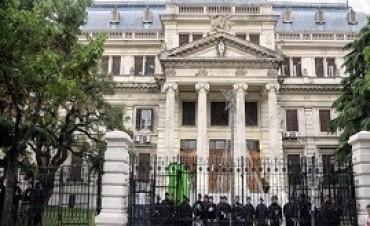 19/12/2017: Unos 800 policías custodian la Legislatura bonaerense