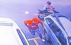 14/12/2018: Dos motochorros armados asaltaron a una mujer en el estacionamiento del hipermercado