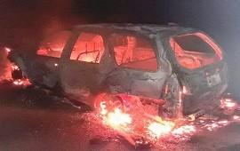 28/12/2019: Una familia sufrió el incendio de su vehículo en plena autovía 14